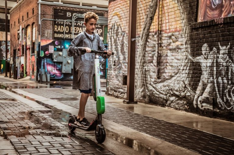 15 Scooter Riding Tips for Heavy Traffic